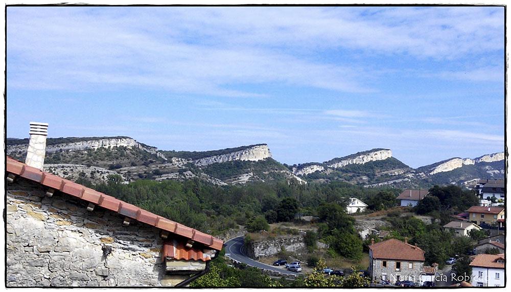 Vista de las Peñas del entorno que rodea Puentedey