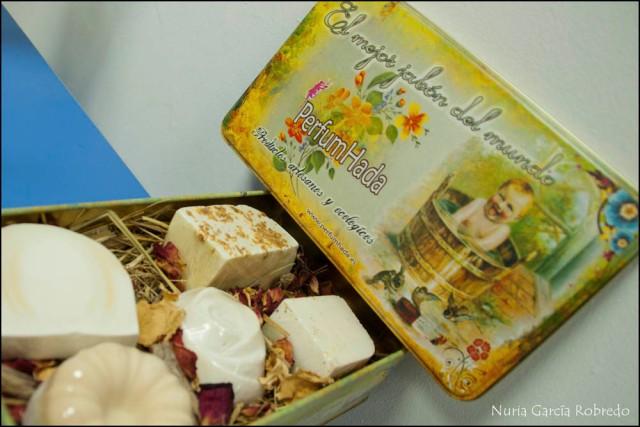 Caja estilo antiguo con jabones al corte para regalo