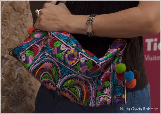 Bolso bordado muy colorido para el verano