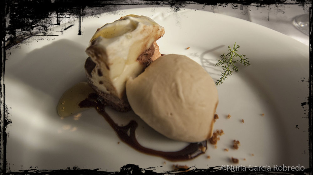 Tarta de chocolate con helado de café