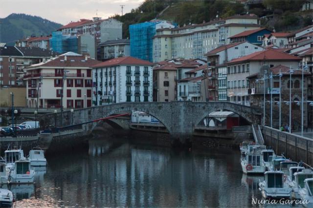 Puente de piedra sobre el Río Artibai