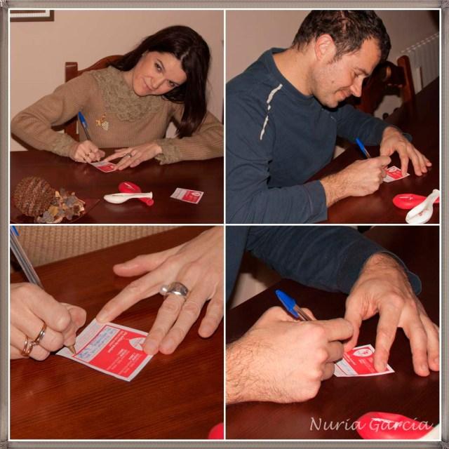 Nurilove y Andrés escribiendo sus deseos