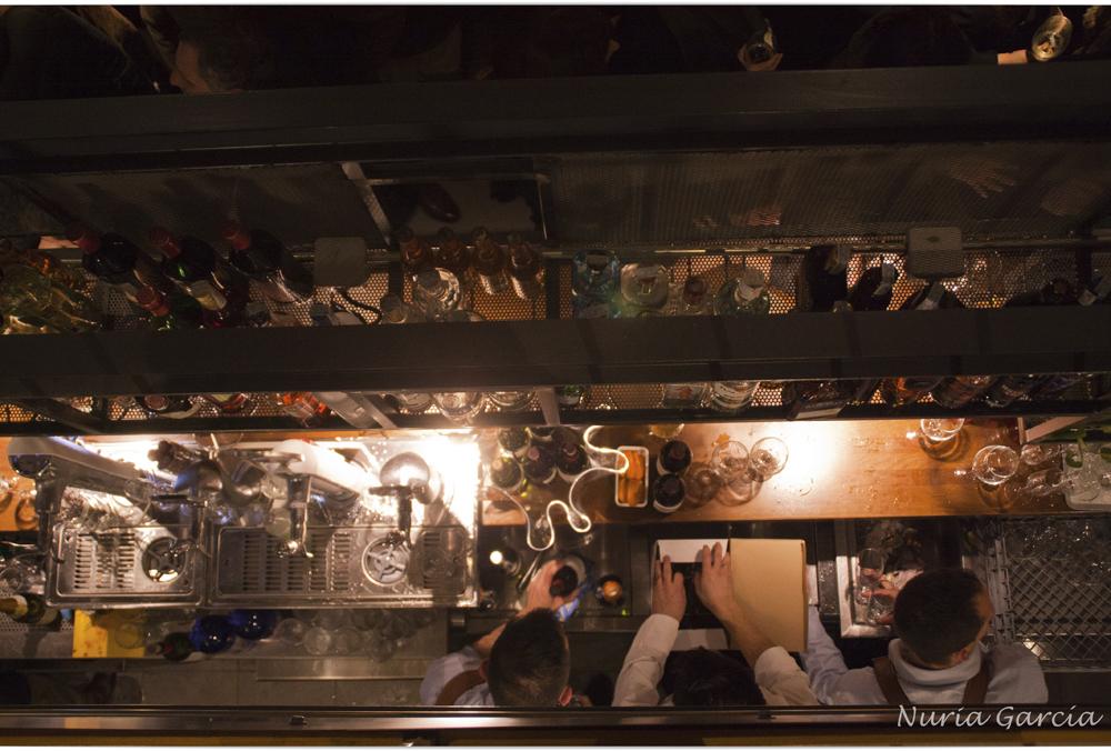 La barra del bar vista desde arriba