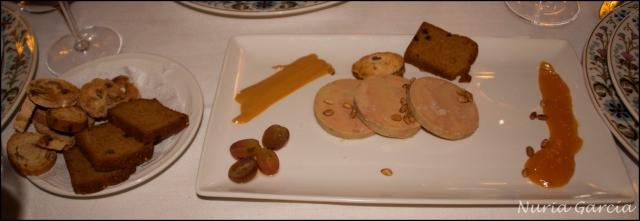 Medallón de foie con confitura de frutas y pan de pasas