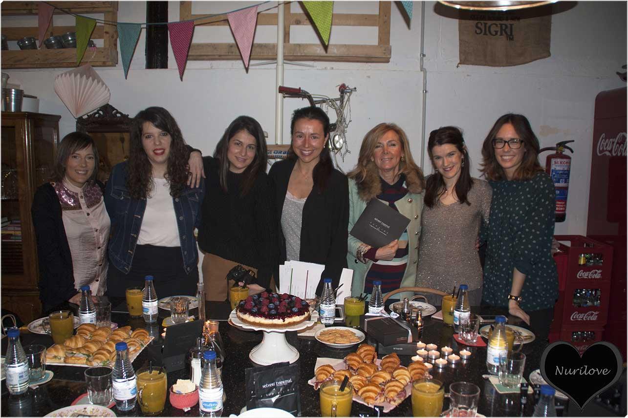 Almu, Zoe, Leonor, Iratxe y Tamara con el equipo Selvert Thermal